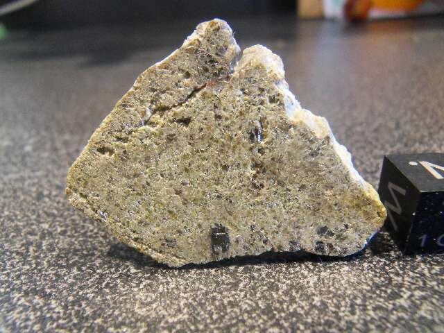 NWA 6926 achondrite ung. paired de la 6704 5,57 grs dans meteorites NWA-6926-ach-ung-557-grs-paired-NWA-6704