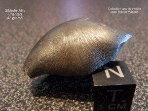 Météorite Sikhote-Alin orientée de 42 grammes dans meteorites sikhote-alin-orientee-42-grammes-2-300x225