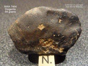 Météorite NWA 7464 diogénite de 84 grammes complète dans meteorites nwa-7464-dio-84-grs-1-300x225