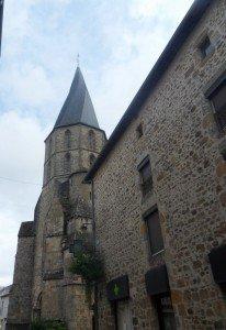 Astroblème de Rochechouart eglise-rochechouart-1-206x300